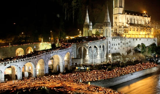 lourdes-candle-light-procession2b